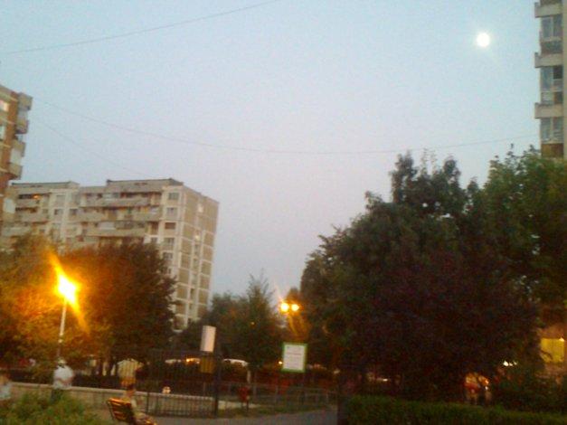Singurătate în doi. Cu Luna în parc.
