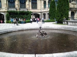 Muzeul Peleș și castelul Pelișor; Sinaia; 03.07.2015; 12-17; Diverse; Fotografiile mele; publicat de Bot Eugen. strada Lunii, Brașov; 04.07.2015; 02:39